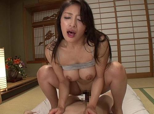 叔母さんの見舞いにいったら完熟の巨乳が透けてるのを見て勃起!そのままセックス
