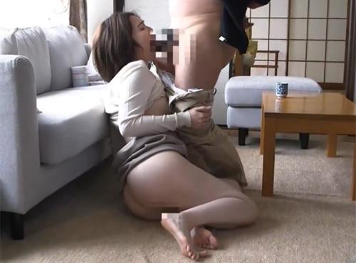 垢も舐めとるようなフェラで汗臭い肉棒に酔いしれる妻のザ-メンごんくん動画